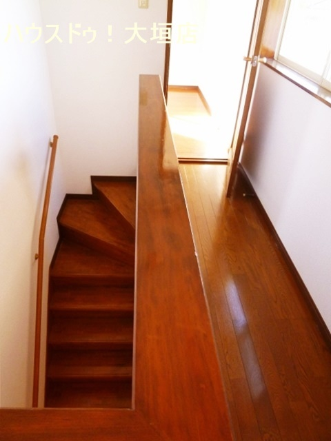 リビングを通らず2階へ行けます。