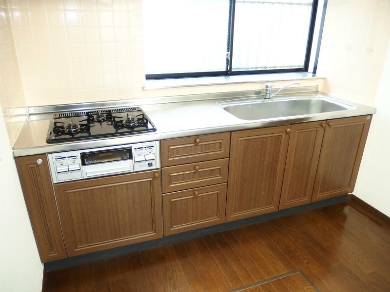 キッチン 大きめのシンクで使いやすくなっております。