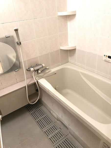 浴室の鏡のかわいらしいデザインが特徴♪足をゆったり伸ばせるバスサイズも魅力ですね☆