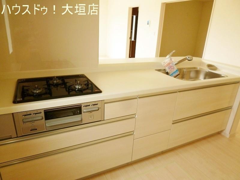 対面式システムキッチンは、ご家族でお料理作りが楽しめますね。