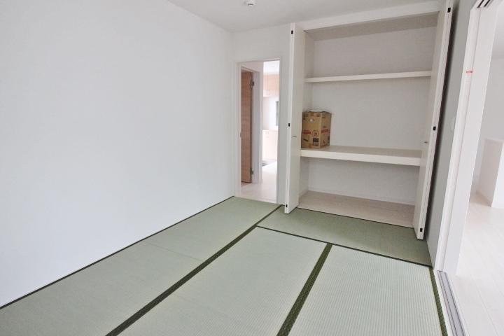 全居室に収納があります。 余分な家具を置かずにすむのでお部屋もスッキリ。