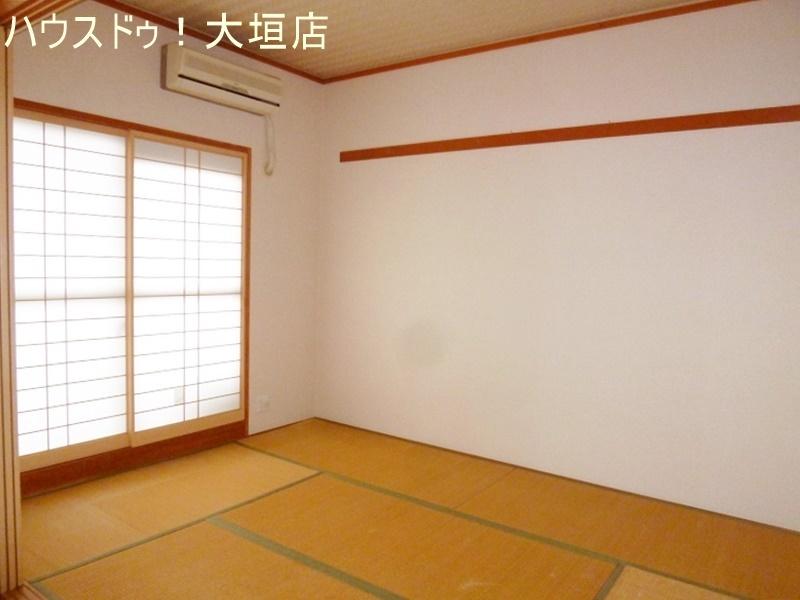 リビング横に6畳和室があり、スペースを広く使えるので子育て中のお母さんに人気があります。