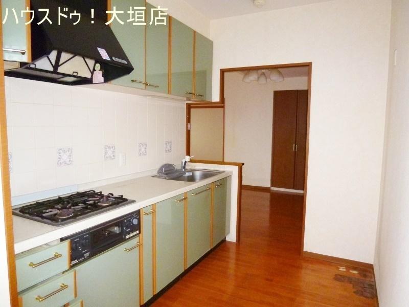 キッチンは、お料理中の音や匂い等がリビングに 漏れにくいタイプ。