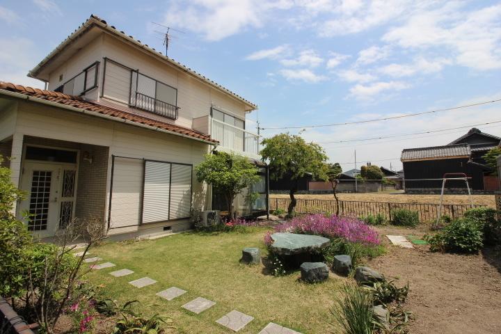 南面にお庭スペースがあります。 家庭菜園やバーベキューなど使い方色々で、趣味を楽しむことが出来ます。