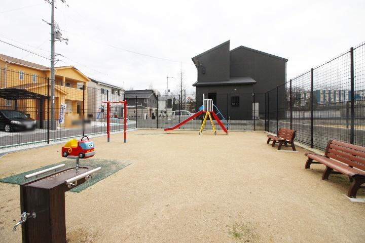 お近くには公園もございます♪ 野路荒田児童遊園