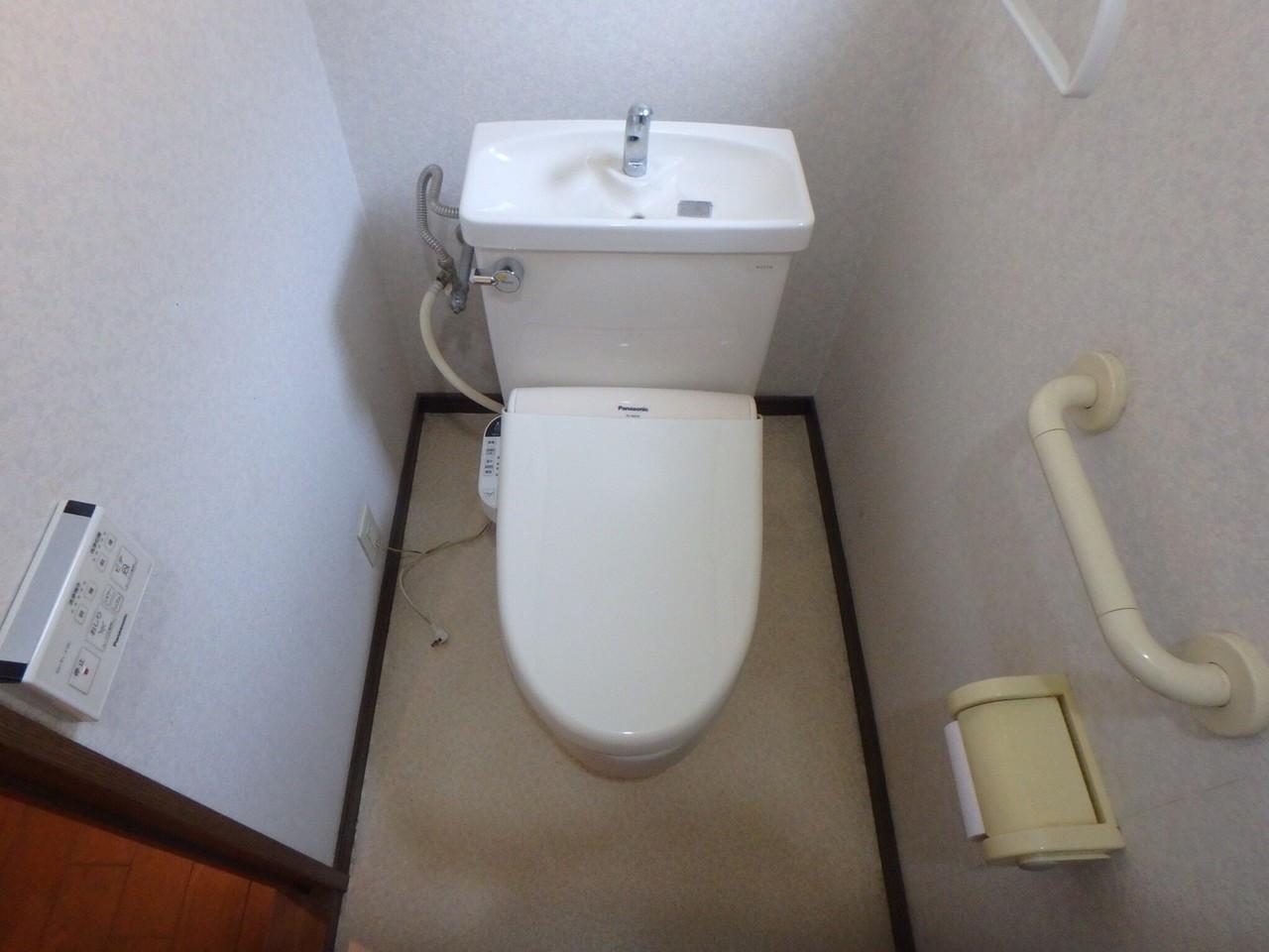 トイレは1階と2階にあります。 2つあると、朝の時間に取り合いにならなくてすみますね♪