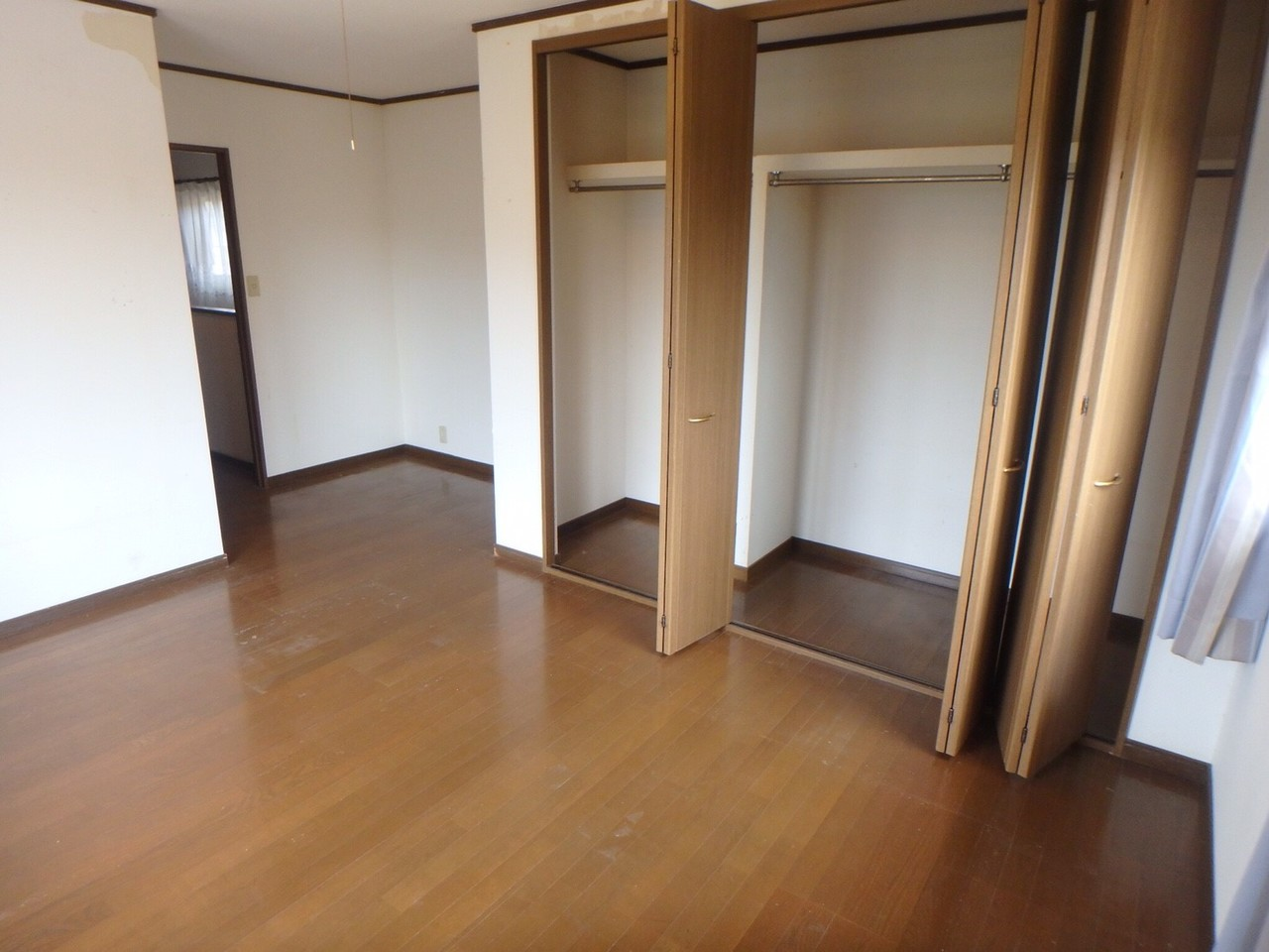 9.5帖ある洋室は、広々としています。 大きなクローゼットも嬉しいですね。