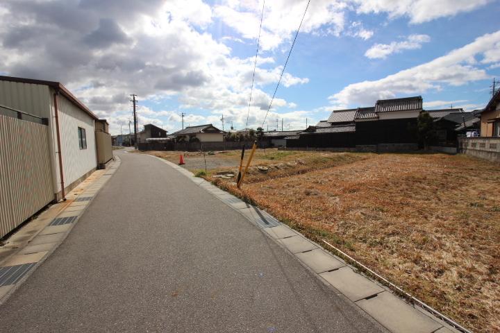 ヤマナカアルテ新舞子店まで徒歩6分(約450m)