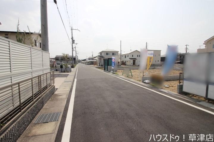 JR草津駅まで徒歩23分(約1840m)、治田小学校まで徒歩7分(約530m)