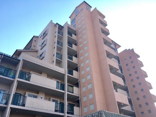 【外観写真】 9階建てのマンション しっかりと整備されています