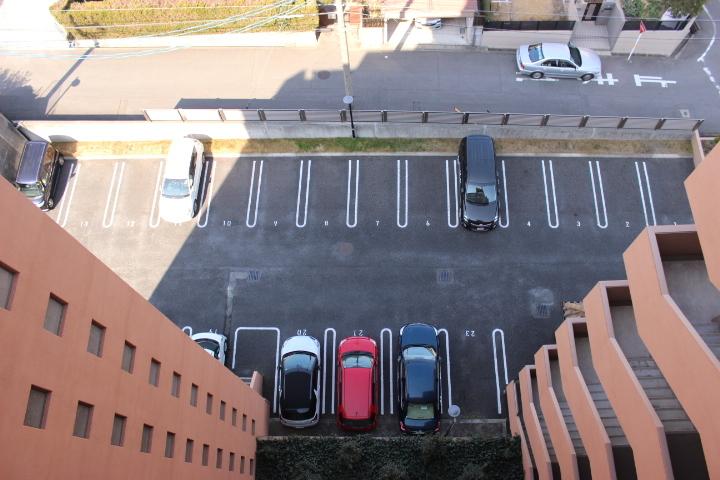 平面駐車場なので、駐車もスムーズに行えます