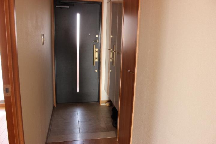 スッキリとした玄関にはシューズボックスもあるので収納には困りません