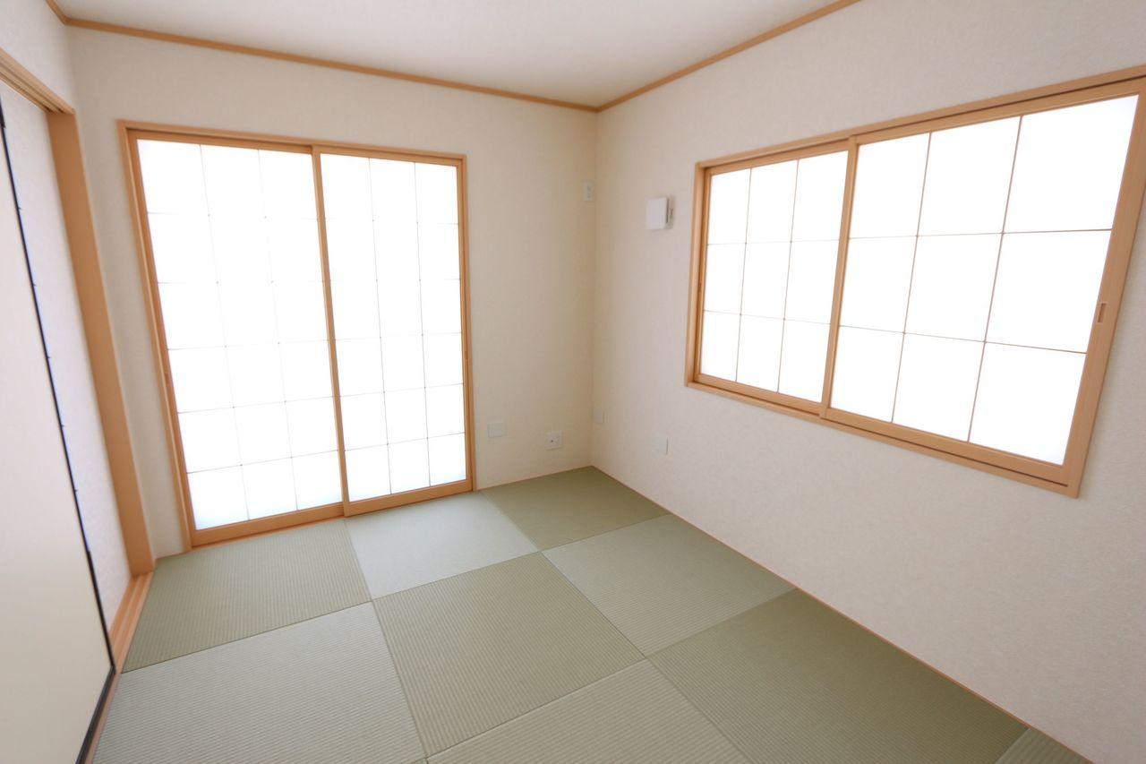 南向きの明るい室内。