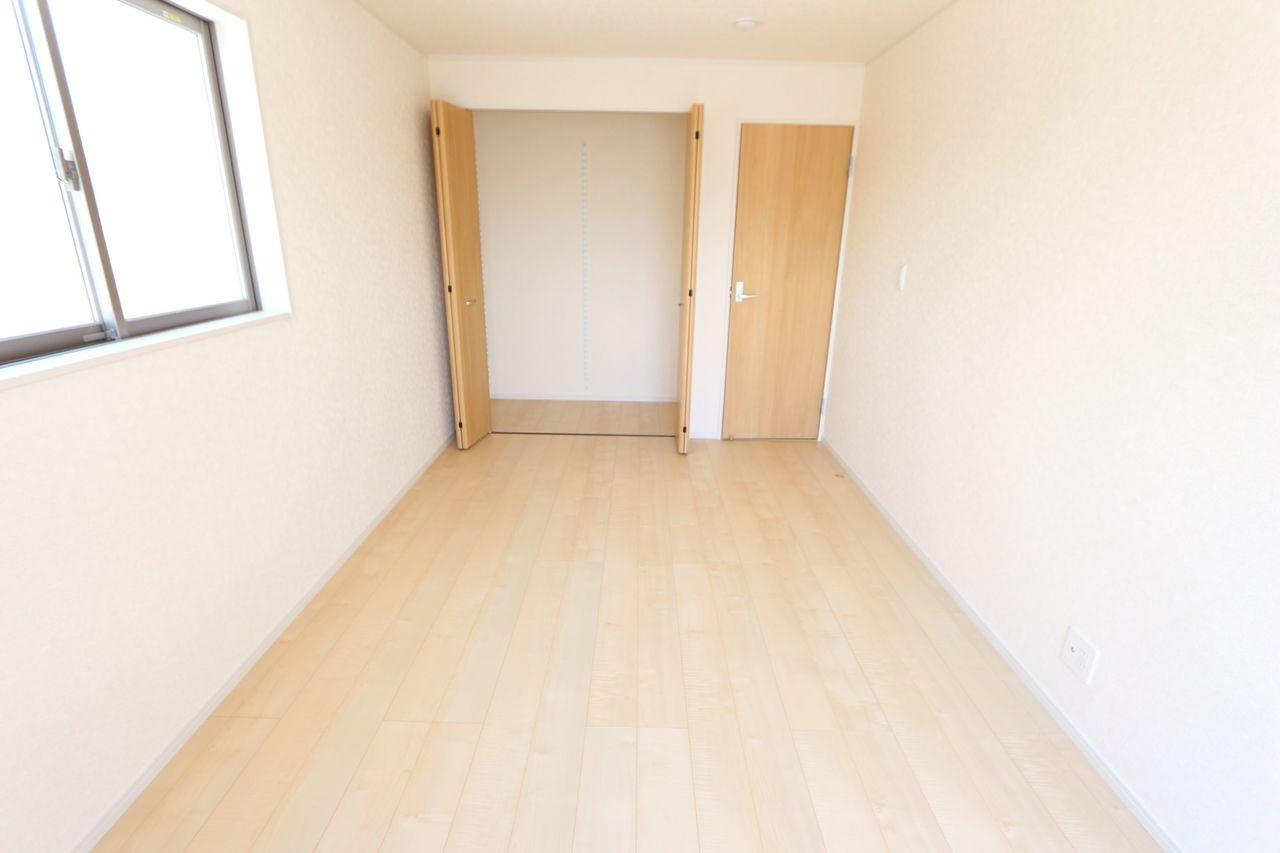 2階洋室は全てフローリング貼です。