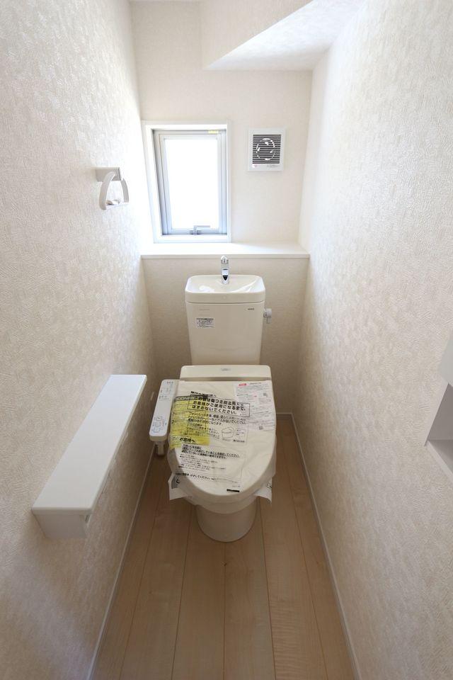 1・2階共に温水洗浄便座を採用。