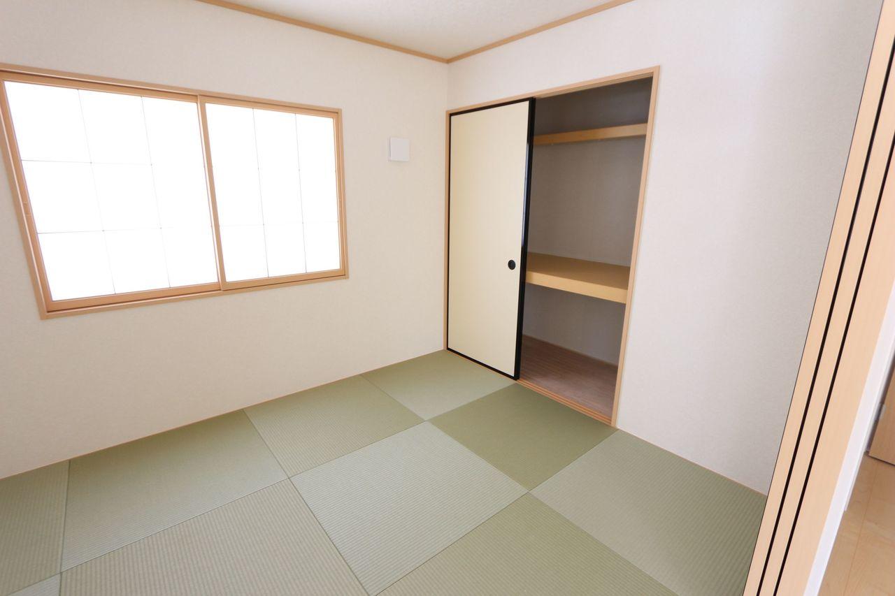 押入れがありますので 客間や寝室にもぴったりです。