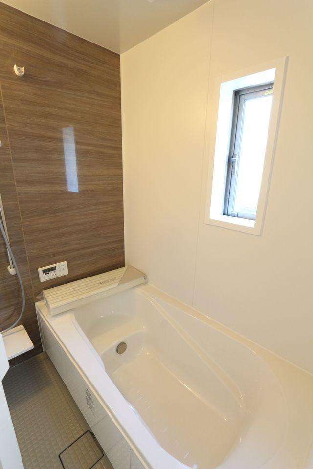 浴室乾燥機完備の浴室は ゆったり1坪サイズ。