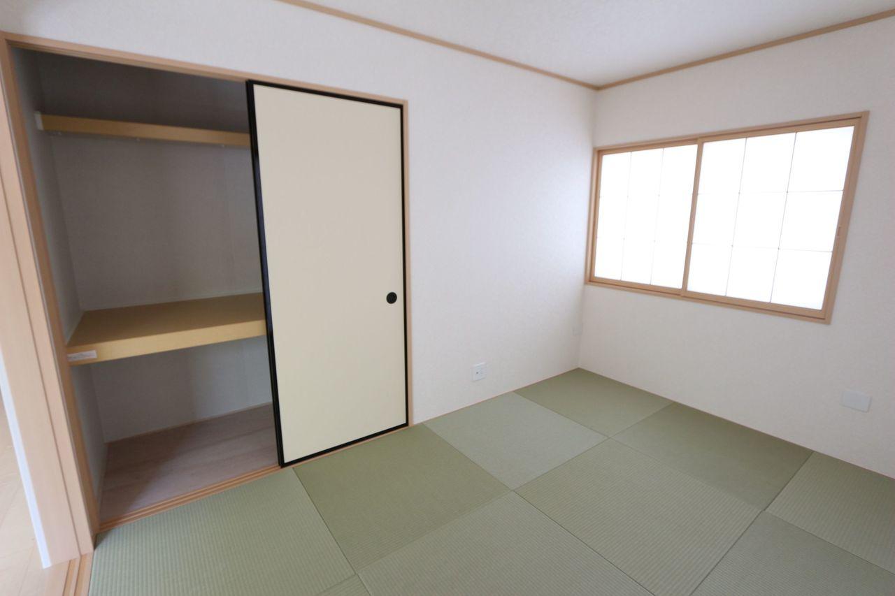 押入れがあり、寝室や客間にぴったりです。