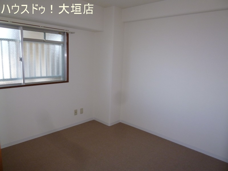 5.5帖の洋室は寝室にどうぞ。