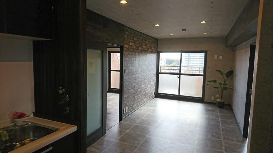 ダウン照明が暖かい雰囲気を創り出してくれるリビング・・・。家具選びやインテリアの配置を考えるだけでワクワクしますね♪自分好みに仕上がればそこは癒しの空間に・・・◎
