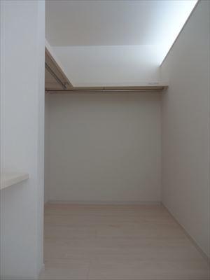 カウンター付のウォークインクローゼットでお部屋もすっきり片付きます。