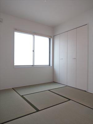 リビング横の和室は家族のくつろぎの場になりそうです。