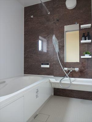 浴室乾燥機付きなので雨の日のお洗濯も安心です。