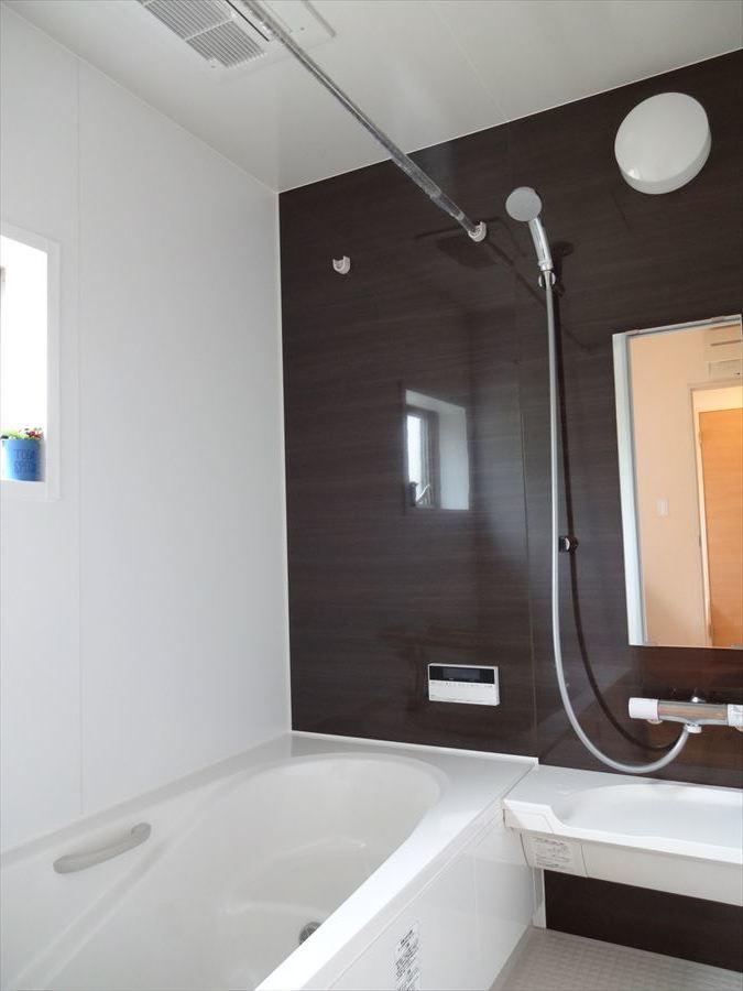 日々の疲れを癒してくれるオシャレな浴室です♪