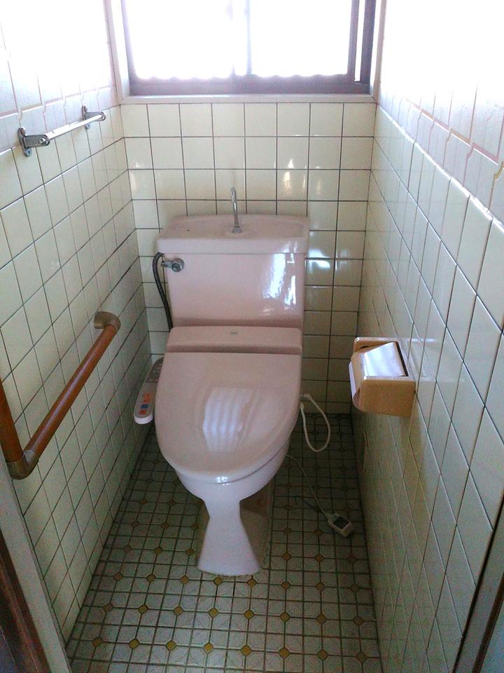 洗浄便座付きのトイレはまだ使えますが、リフォームもお任せ下さい♪