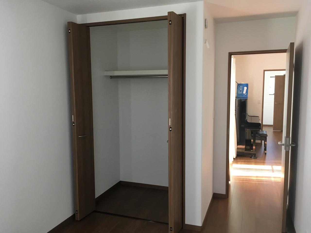 2階洋間の写真です。各居室が広いのでお子様の成長に合わせて自由自在ですね