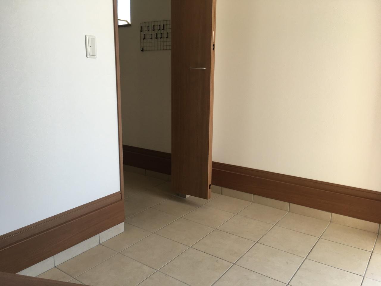 玄関スペースです。かなり広く使えます。シューズインクローゼットからも室内に上がれます。 使いやすさUPです。