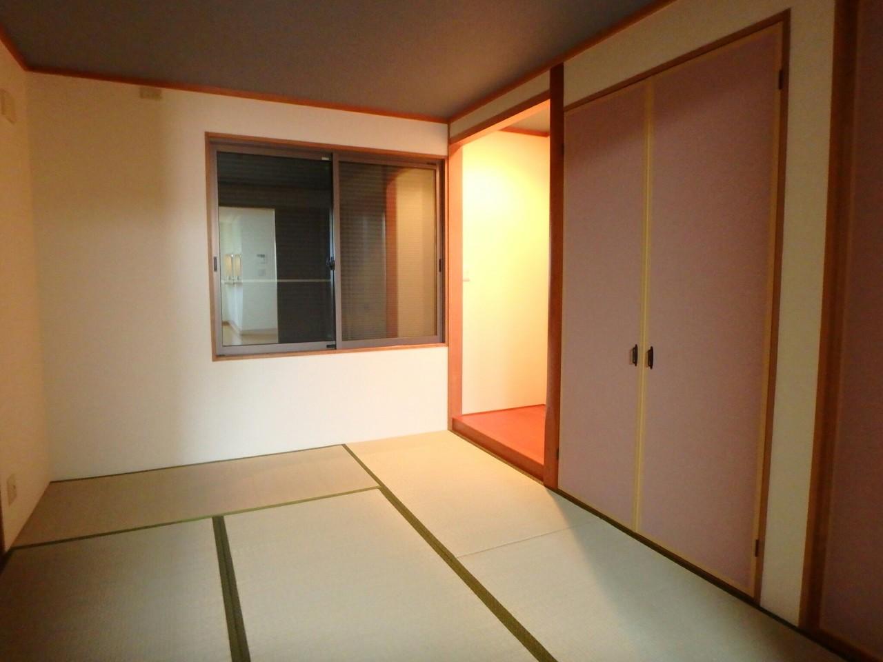 LDKとつながった多目的に使える和室スペース。 お子様のお遊びスペースや、急な来客時のゲストルームにもなりますね♪(2018年1月23日撮影)