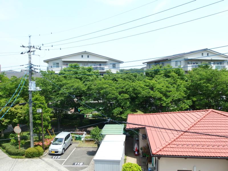 和室(約6帖) 東向きの窓からの眺望②