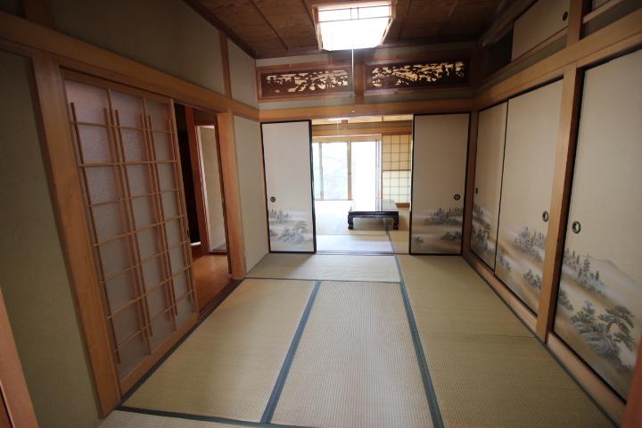 6畳の和室です 襖をあけて隣接する8畳和室とつなげると開放的な空間になります
