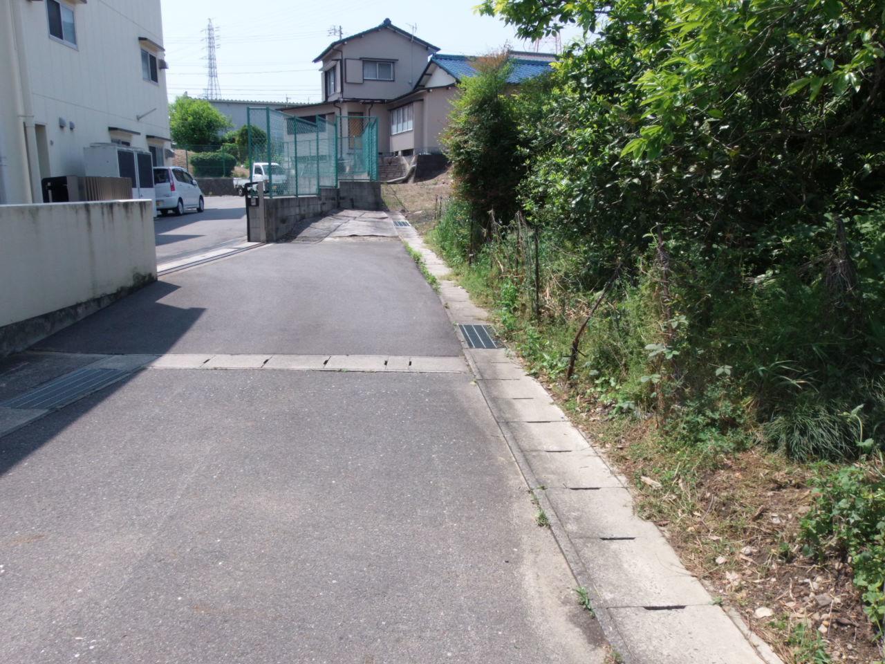 人通りの少ない道路はやっぱり安心