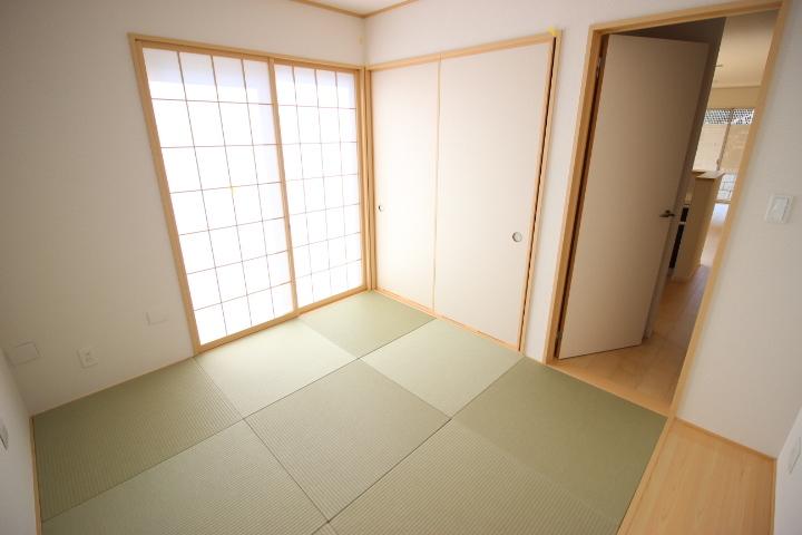 押入れがついているので、来客用のお布団や季節ものを収納してもいいですね