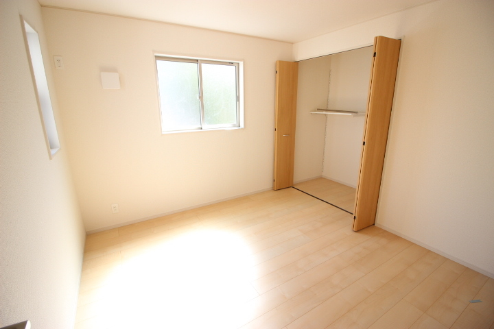 2階 6.1畳洋室 温かみのある洋室は子供部屋にも適しています