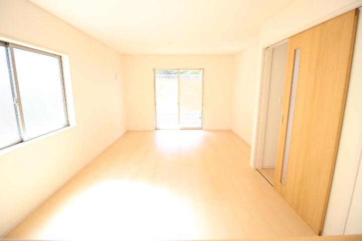 明るい陽差しが降り注ぐLDなど、ゆとりあふれる室内空間が心地よい暮らしを実現
