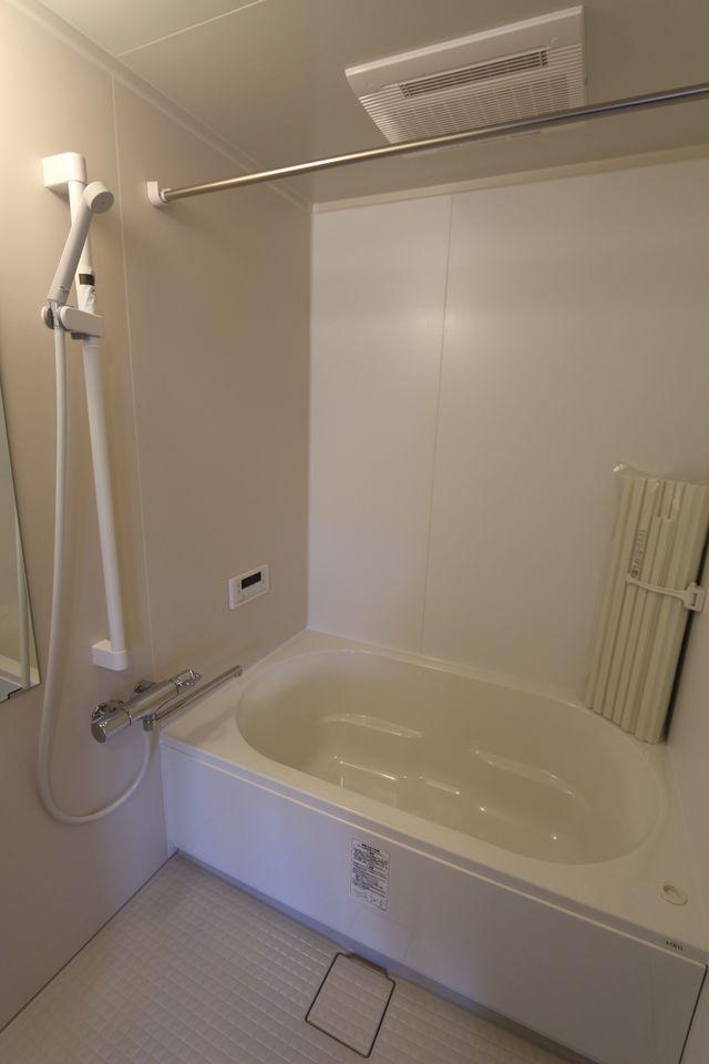 追い焚き機能付きに新調しました。 雨の日のお洗濯に嬉しい浴室乾燥機も完備!