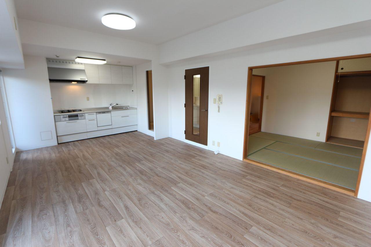 和室を合わせると22.3帖の大きな空間! 全室クロス張替済です。