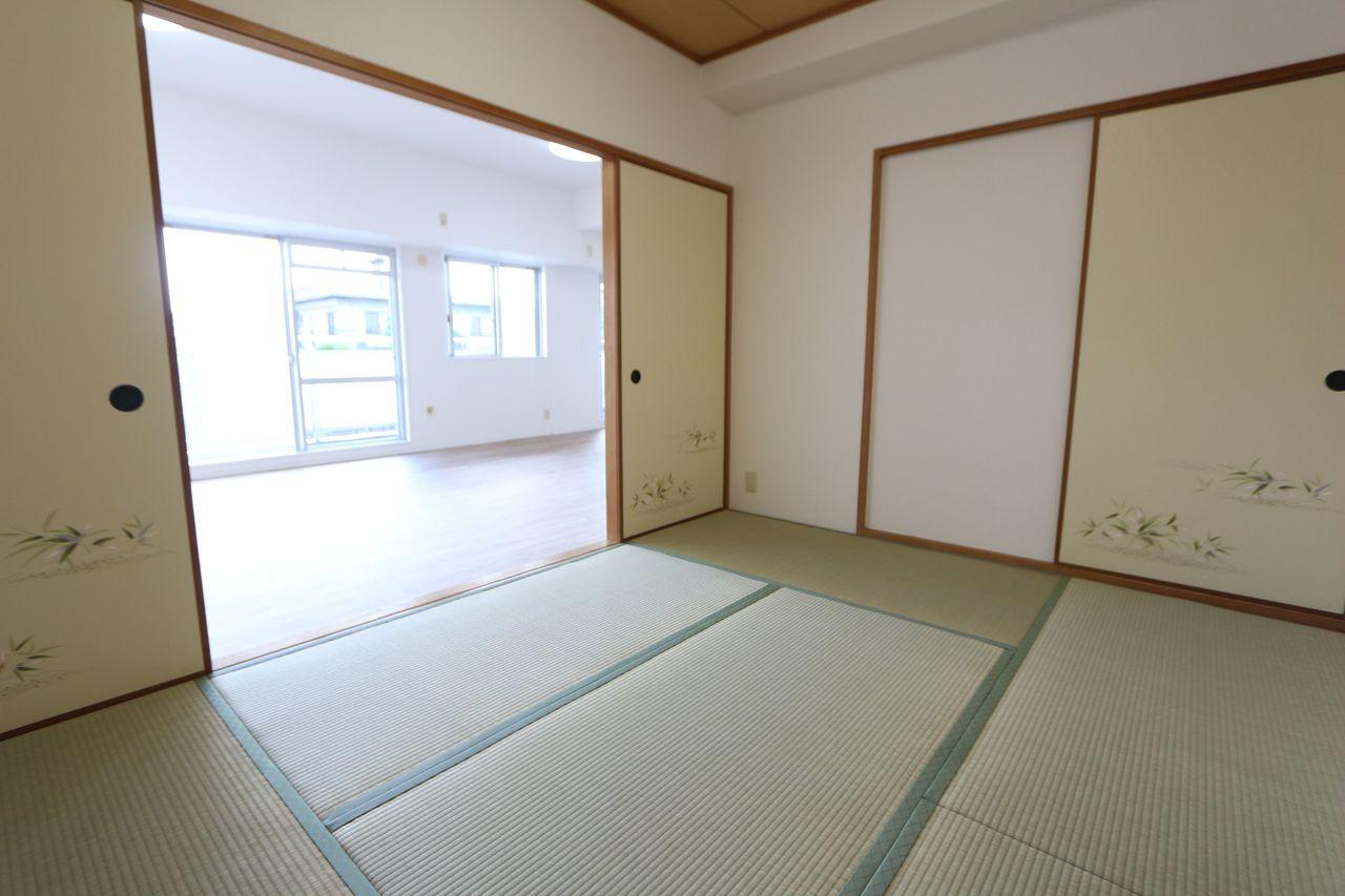 リビングに続いており開放感あふれる 室内です。