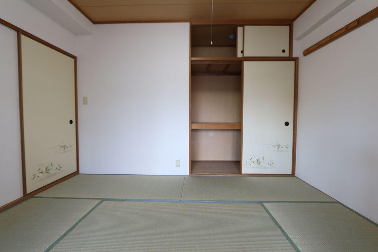 押入れ付きで寝室や客間にぴったりです。 畳表替え・ふすま貼替済です。