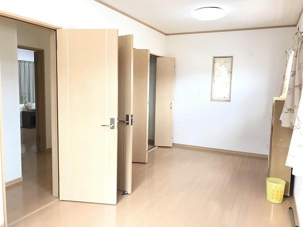 北側の洋室も将来2部屋に分けることができます。2部屋に分けた後もそれぞれにクローゼットがあるので、収納スペースもしっかり確保できます!!