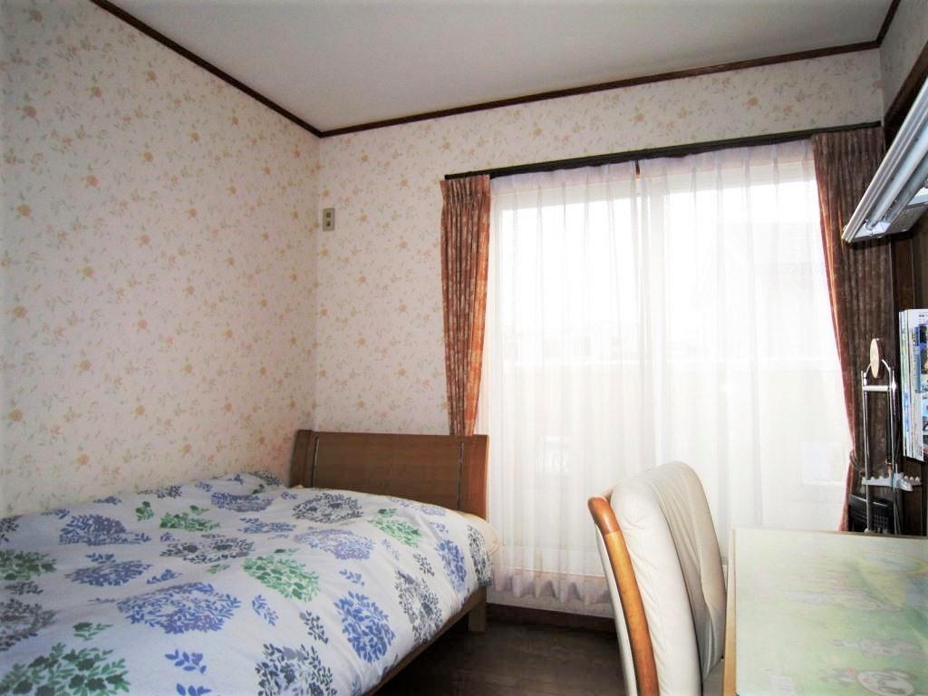 ☆洋室☆ 2階の洋室は全室南向きに大きな窓があるので一日中明るく暖かい洋室になっています