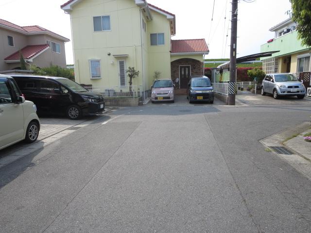 ☆前面道路☆ 住宅街に立地しているため静かに生活できる環境です