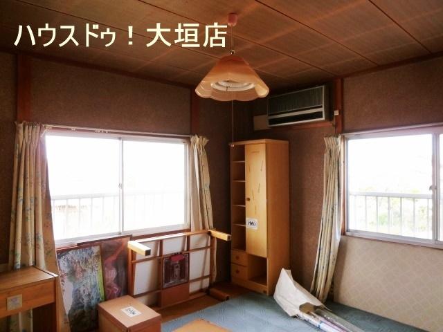 2階は独立したお部屋が2室。プライベートを保てます。