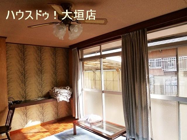 陽当たりの良い洋室。