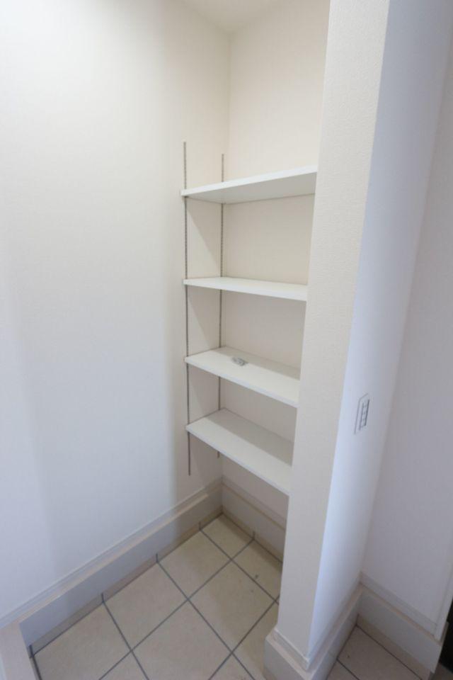 下駄箱+シューズクロークで 散らかりがちな玄関もスッキリ整頓 して頂けます。