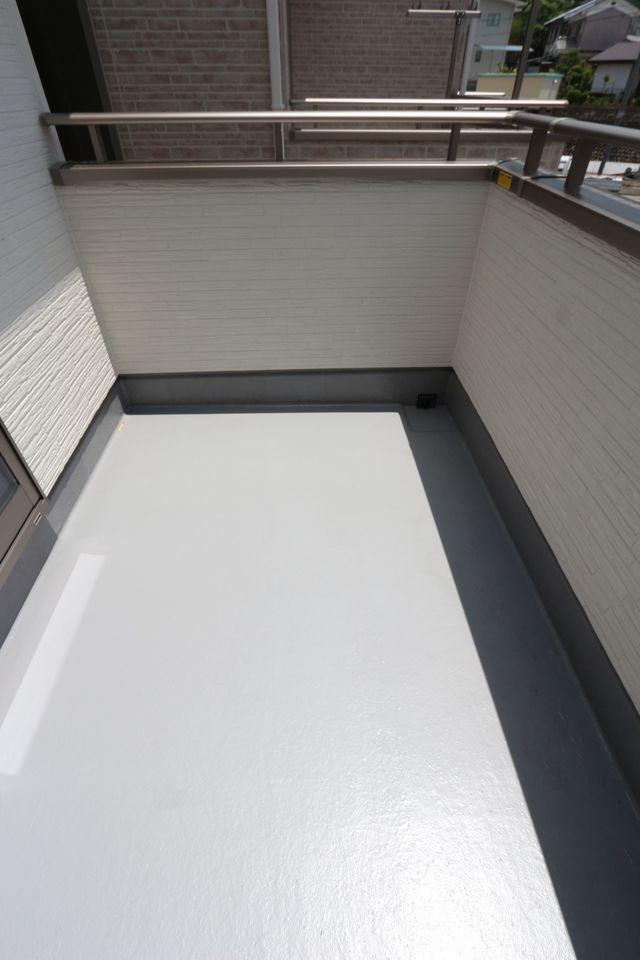 2室に独立したバルコニー。 プライバシーに配慮した設計です。
