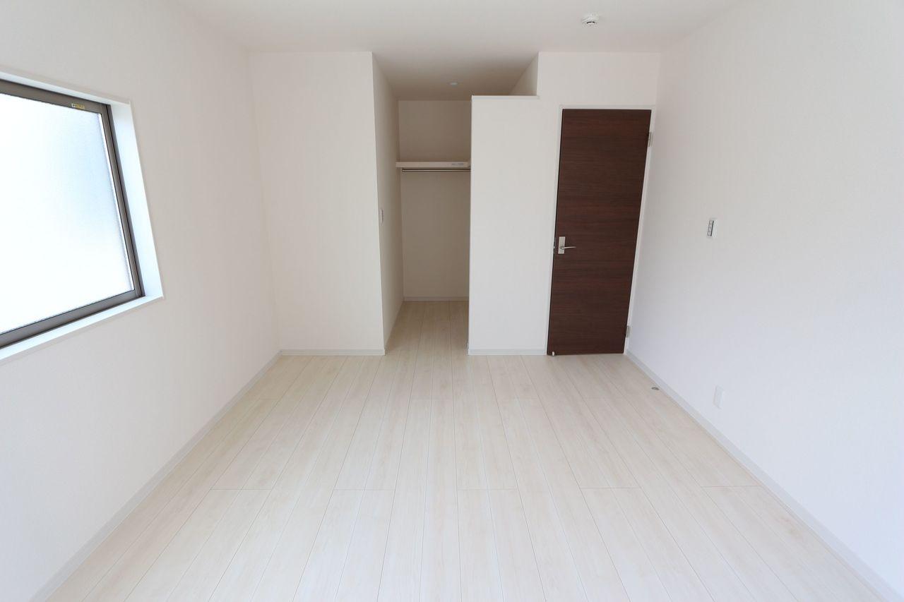 2階洋室は全室フローリング貼です。